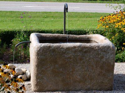 Naturstein Rechenauer Garten Terrasse Brunnentrog Bank Einfassung Gneis Granit Kalkstein Haus Eingang Weg Zufahrt Wasser