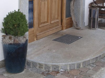 Naturstein Rechenauer Garten Terrasse Brunnentrog Bank Einfassung Gneis Granit Kalkstein Haus Eingang Weg Zufahrt