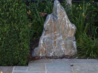 Naturstein Rechenauer Garten Dekoration Terrasse Findling Brunnentrog Bank Einfassung Gneis Granit Kalkstein Haus Eingang Weg Zufahrt Wasser